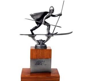 Statyett skidåkare